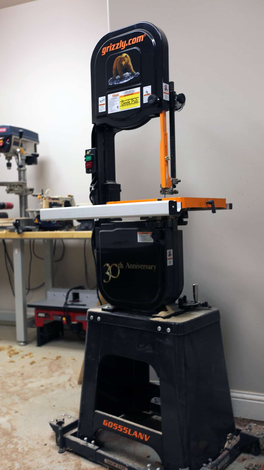 May 30, · Find helpful customer reviews and review ratings for Grizzly G Variable Speed Wood Lathe, 16 x Inch at uctergiyfon.gq Read honest and unbiased product reviews from our users.