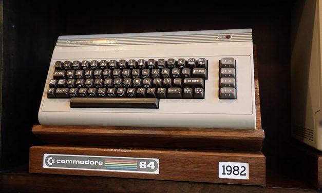 Retro Computer Display Stand for C64 and Macintosh