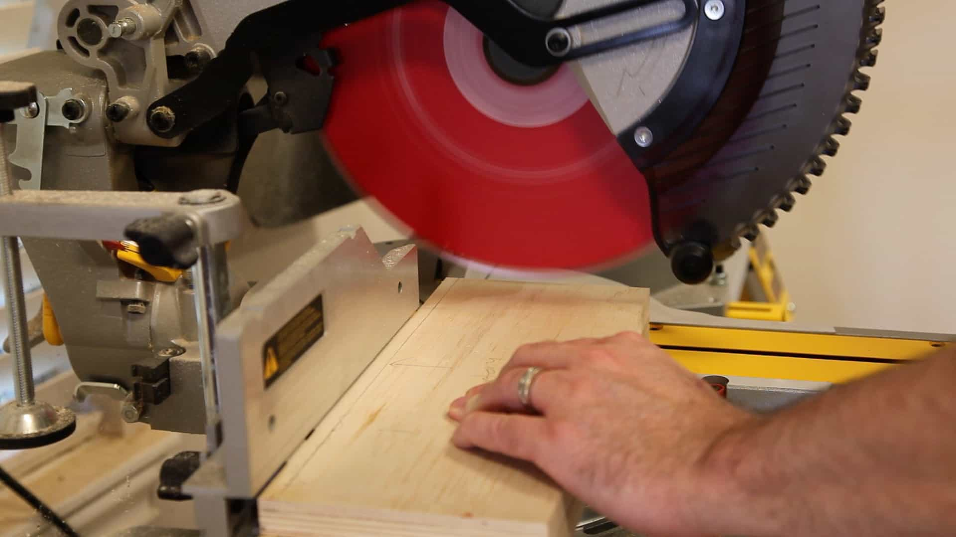 Setting up a miter saw the geek pub miter saw not cutting square 0001 greentooth Image collections